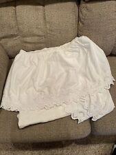 Home Classics White Eyelet Full Size Bed Skirt/Dust Ruffle Split Corners Euc