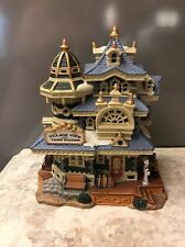 "LEMAX 2004 VALLEY VIEW TRAIN STATION PORCELAIN LIGHTED HAND PAINTED 7.5"" X 5""X6"""