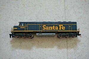 Athearn N scale EMD F45 Santa Fe Railway Diesel Locomotive #1928 Damaged