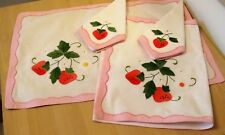 2 APPLIQUE EMBROIDERED PLACE MATS & 2 MATCHING NAPKINS