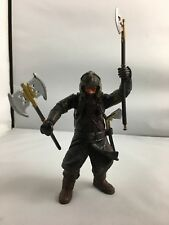 Toybiz LORD OF THE RINGS ACTION AXE THROWING FIGURE HELMS DEEP GIMLI LOTR