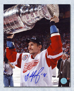 Sergei Fedorov Detroit Red Wings Autographed Raising the Stanley Cup 8x10 Photo