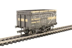 Branchline OO scale 7 plank goods wagons, weathered and Total 45 ton tank wagon