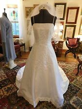 BEAUTIFUL WHITE MORI LEE WEDDING GOWN BEADED & EMBROIDERED WITH VEIL SIZE 12
