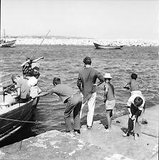 PORTUGAL c. 1960 - Enfants Pêche à le Ligne Lagos - Négatif 6 x 6 - Por 77