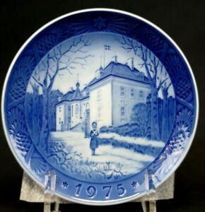 Royal Copenhagen Denmark Christmas Plate, 1975 The Queens Christmas Residence