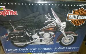 Revell 85-7302 Harley Davidson HERITAGE SOFTAIL CLASSIC MOTORCYCLE 1:8 McM FS