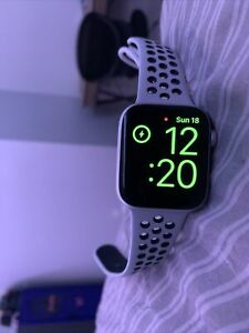 Apple Watch Series 4 Nike+ 44 mm Silver Aluminum Case with Pure...