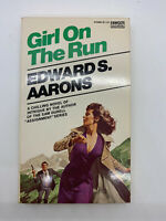 Girl on the Run Edward S Aarons 1954 1st Vintage Mystery PB Sexy Spy Pin Up 2L