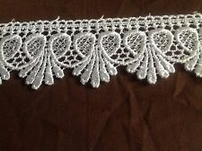 NEW WHITE 1 3/4 INCH WIDE  MEDALILION DESIGN VENISE LACE