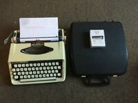 Brother DELUXE 800 Typewriter. with Case.    Portable. 1960/70s.free UK🇬🇧 Post