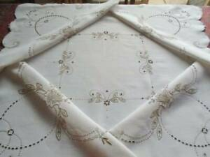 ANTIQUE QUALITY MADEIRA STYLE LINEN TABLECLOTH ~ SUPERB TEXTURED HAND EMBROIDERY