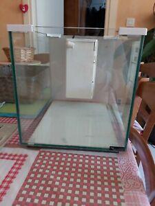 nano aquarium de 20 L déjà utilisé, fournis avec couvercle et pompe sans filtre