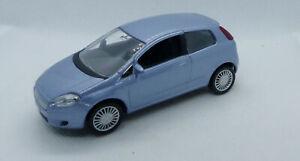 Voiture Fiat Nova Punto  1/43e en trois couleurs noir, rouge et bleu marque Nore
