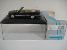 --1/43 MINICHAMPS. MERCEDES-BENZ 300 CE-24 Cabriolet Mitternachisblau/creme.