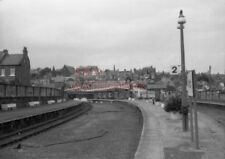 PHOTO  GENERAL VIEW OF WHITBY STATION LOOKING TOWARDS THE BUFFER STOPS. 27/7/86