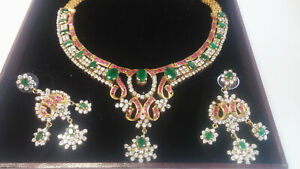 Außergewöhnliches Collier und Ohrhänger mit Rubinen u.Smaragden.Hochzeitsschmuck