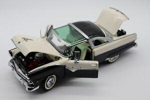1:24 Danbury Mint 1955 Ford Fairlane Crown Victoria Diecast Car