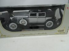 1:18 Signature Models #18115-1930 Packard Lebaron Plata/Negro - Rareza§