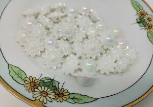36 pcs Daisy Flower Shaped Vintage Molded Plastic Craft Beads Made in Hong Kong