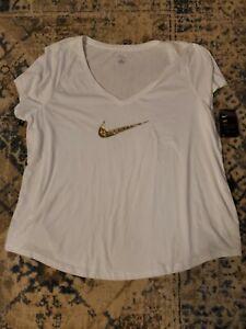 NWT Women's Nike Plus Size  Dri-Fit White with Gold Logo Tee Size 3X