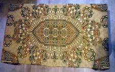 Vintage tenture murale soie motifs arabes silk Arabic calligraphy dessus lit