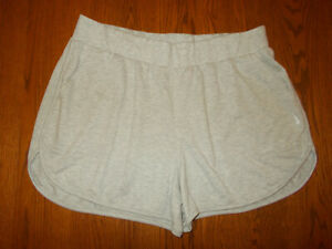 NIKE DRI-FIT HEATHER GRAY ATHLETIC SHORTS WOMENS 1X EXCELLENT CONDITION