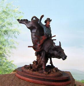 Rodeo Reiter auf Bulle Figur Western Cowboy H:24cm Deko Stier Resin Skulptur