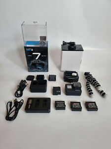 GoPro HERO 7 Black Action Camcorder mit Zubehörpaket wenig benutzt