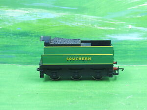 Hornby R38 Battle of Britain class loco tender in Southern livery - Ex