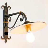 Lampada da parete esterno in ferro battuto con piatto rustico