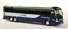 Iconic Replicas 1:87 MCI D4505 Motor Coach: Greyhound Bus Lines / Dallas