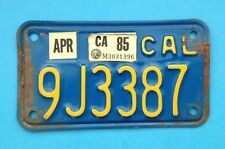 CALIFORNIA BLUE & YELLOW MOTORCYCLE LICENSE PLATE 1985 registration sticker