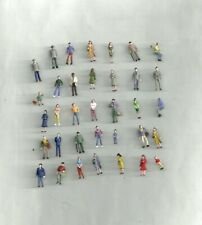 HO 1/87 PAINTED : personnages civils voyageurs  (35 figs)
