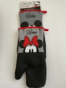 New Disney Mickey & Minnie Mouse Designer 2 Pack Designer Kitchen Oven Mitts