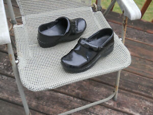 DANSKO Patent Leather Professional Stapled Clogs 7-7.5/37 Wide