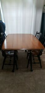 Rockport Dining Table And Chairs