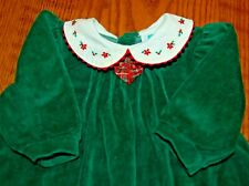 LITTLE ME GIRLS 6M GREEN VELOUR FOOTED ROMPER w ROUNDED WHITE COLLAR EMBROIDERED