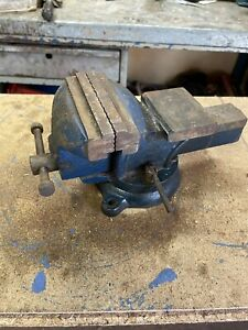 workshop bench Vise 4 Inch Jaws Swivel Base Ideal For Home Jobs