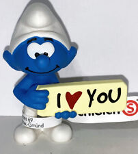 NEW Smurf with I love You Sign 20823 Year 2020 Smurfs 2 inch Plastic Figurine