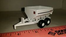 1/64 ERTL custom farm toy old 800 agco willmar fertilizer lime pul type spreader
