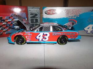 1/24 RICHARD PETTY #43 STP / THE VICTORY LAP / 7X CHAMPION 2003 ACTION NASCAR