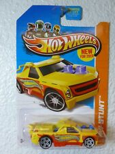 YELLOW 2013 Hot Wheels FIG RIG #80 - HW Stunt
