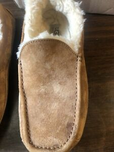 ***UGG Mens Leather Size 9 Slippers***