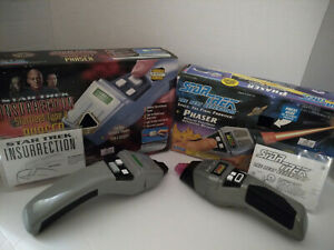 Star Trek Insurrection Starfleet Type II Phaser Playmates & TNG Phaser With Box