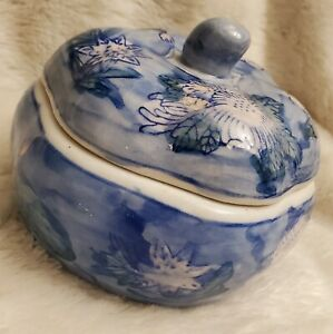 Blue Trinket box with lid, made in China - used (read description)
