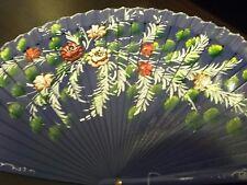 Ventaglio viola dipinto a mano su due lati con fiori rossi e bianchi