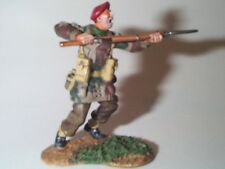 CONTE METAL WWII BRITISH ARMY PARATROOPER SOLDIER ATTACKING W RIFLE BAYONET MINT
