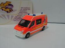 """Herpa 929288 - VW Crafter MTW """" Feuerwehr Göppingen """"  leuchtrot 1:87 NEU"""