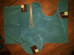 Lot Of 3 Bath Essentail Rugs And Lid Cover
